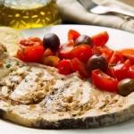 ruota-pesce-spada-al-cartoccio-con-pomodorini-olive
