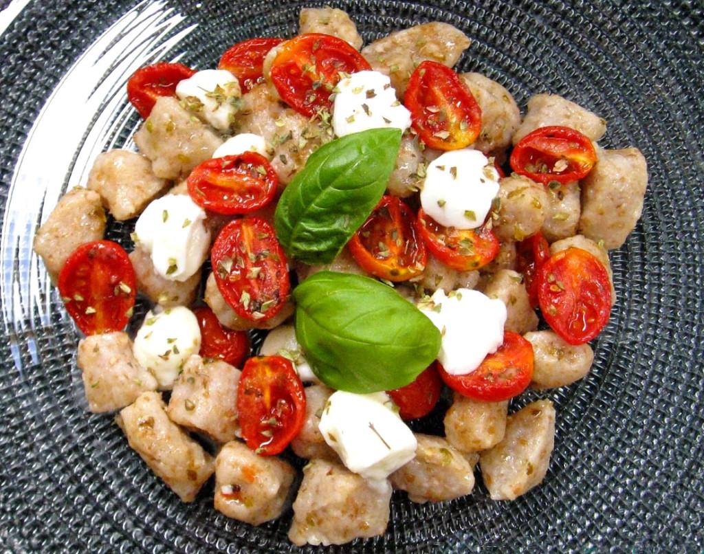 Ricetta Per Gnocchi Integrali.Gnocchi Integrali Con Pomodoro Datterino E Mozzarella Di Bufala Agricola Giardina